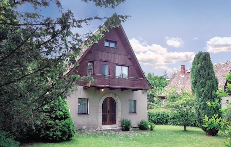 Holiday cottage with 3 bedrooms on 100 m² in Jestrebice