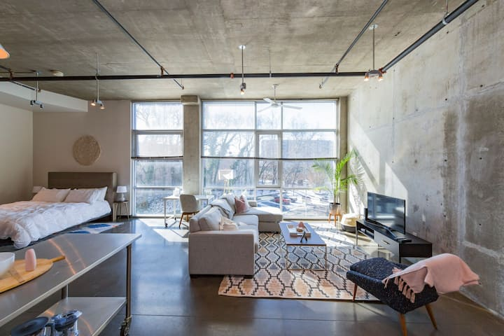 Studio Loft in the Gulch! • Walk Downtown!!! ❤️