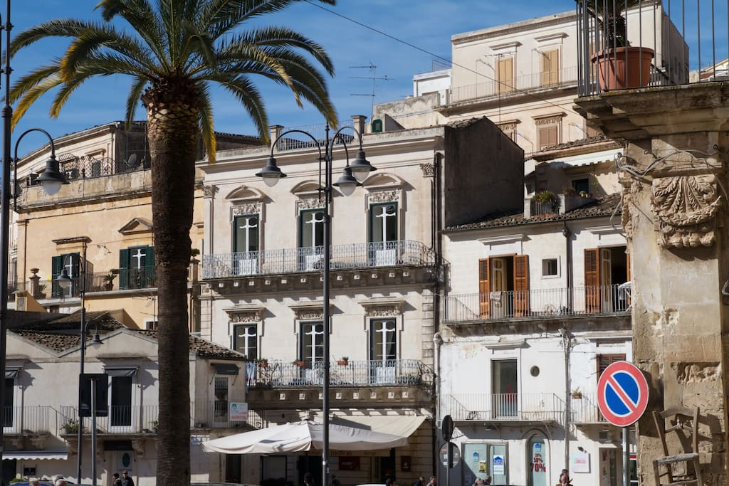 Palazzo Trebalate visto da Piazza Matteotti