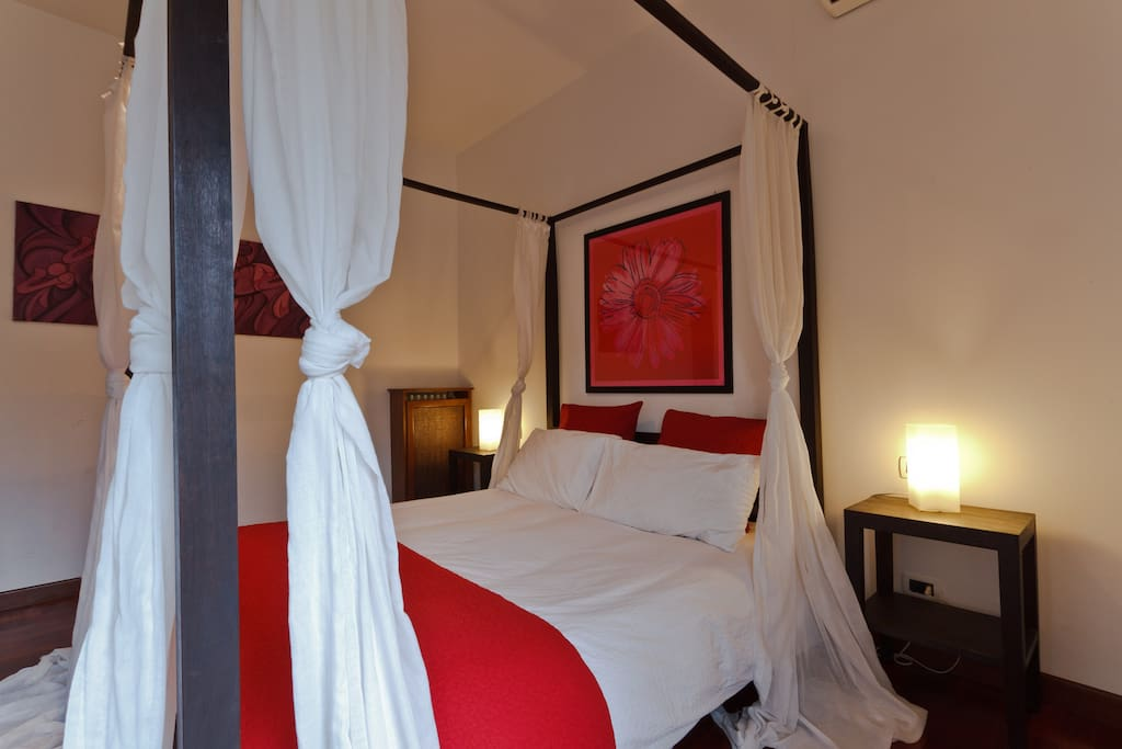double bed room with canopy bed and wardrobe and TV LCD - Balcony