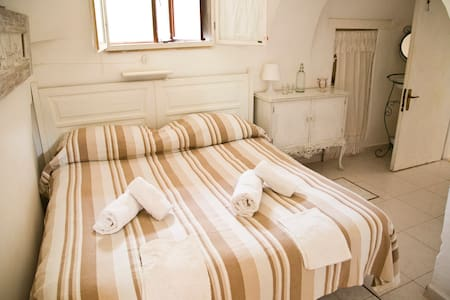 Camera Bianca - White room - Habitacion Blanca