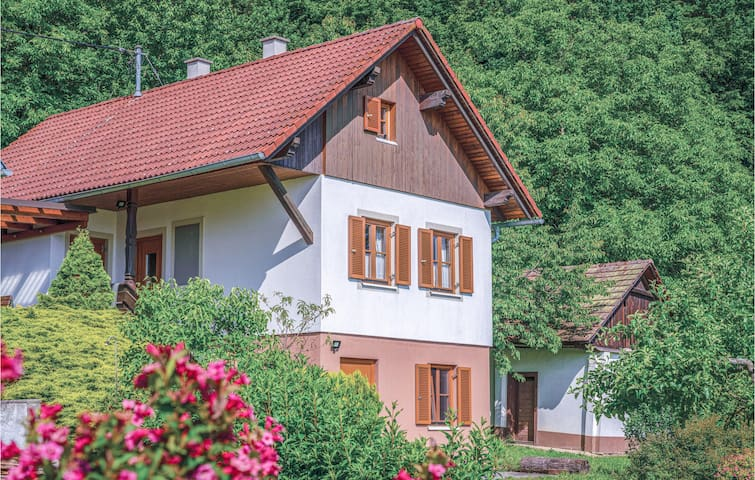 Beautiful home in Gaas with 2 Bedrooms
