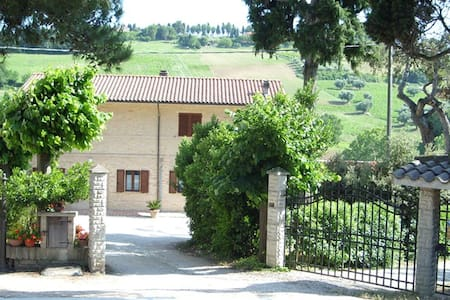 FARMHOUSE WITH TWO MINUTES FROM THE CONERO