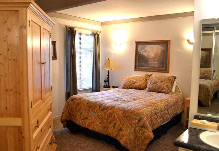 Mammoth Retreat - Wifi & Hot Tubs - Mammoth Lakes - Appartement