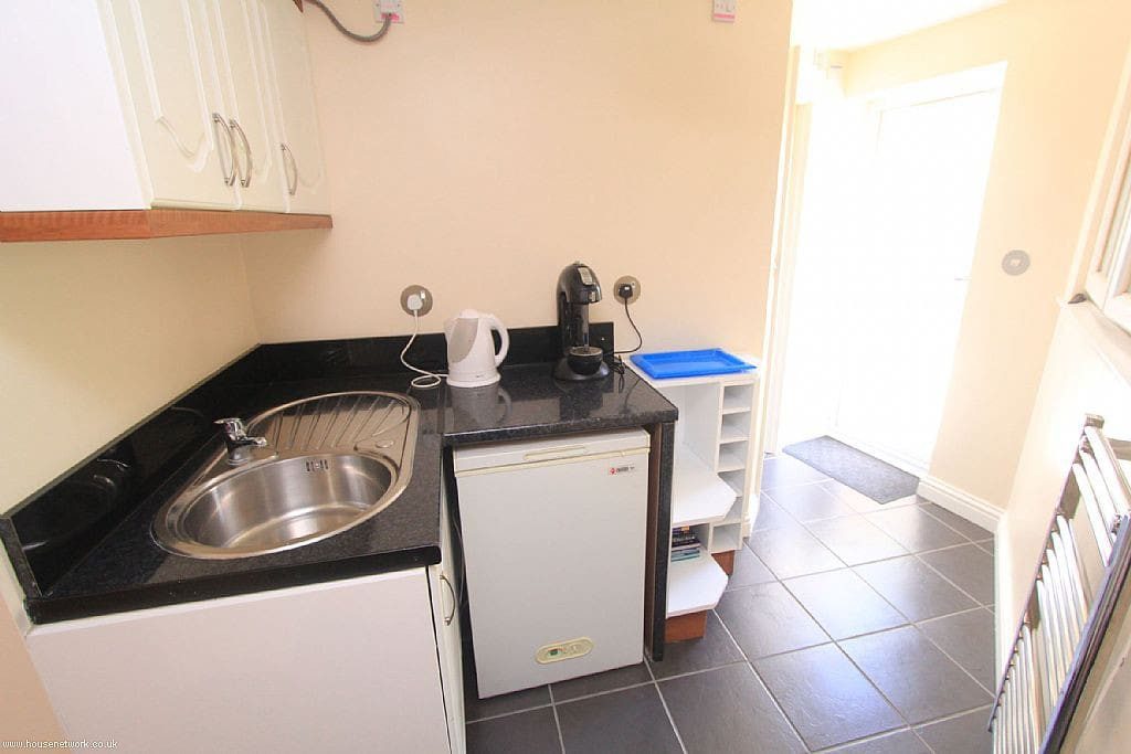 Separate kitchenette with fridge, hob, microwave, toaster, washing machine.