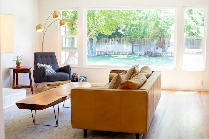 Mid Century Home Close to Downtown & The Sequoias