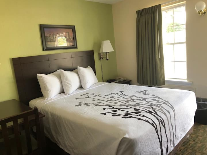 Sea Girt Lodge |  One King Bed
