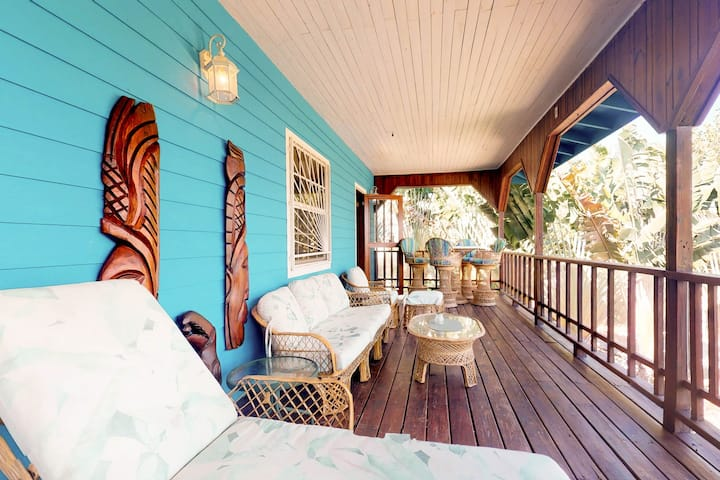 Beachfront home w/ ocean view, shared dock/hammocks, partial AC & strong WiFi!
