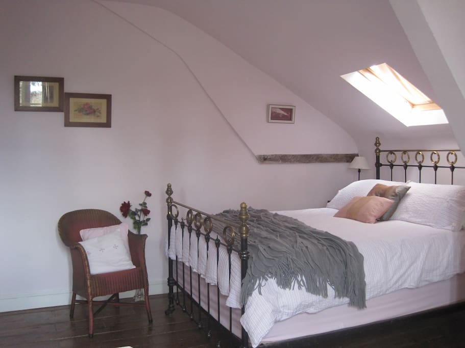 The Rose room, double bed, shower room, tea and coffee facilities.
