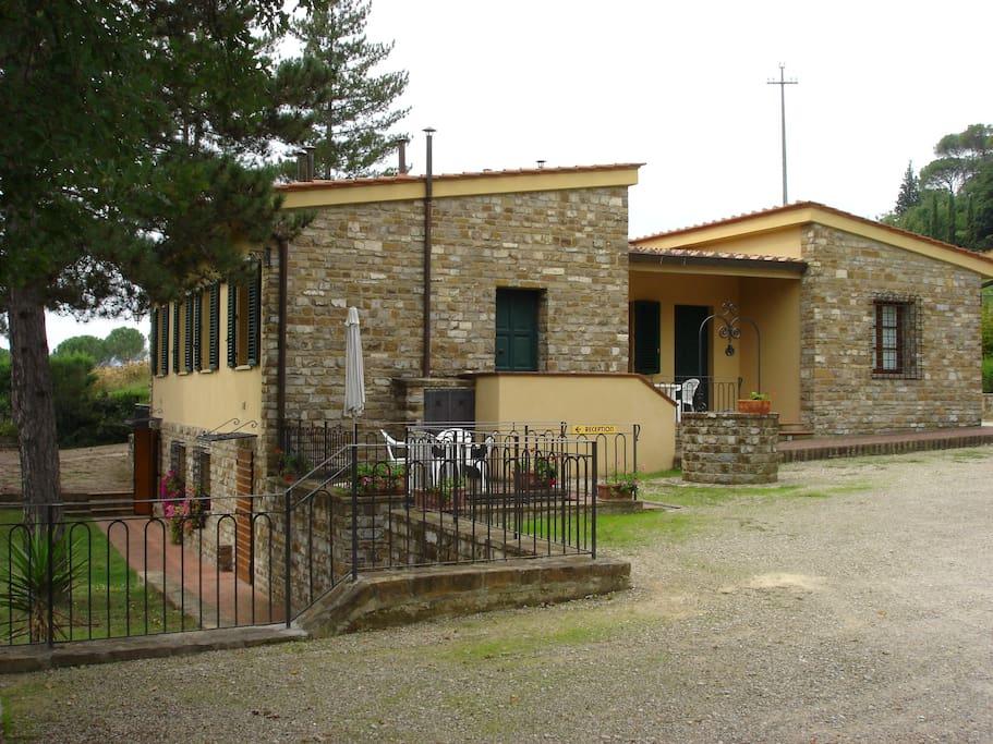 Ingresso Appartamento Scuola 1 a destra e ingresso appartamento Scuola 2 a sinistra