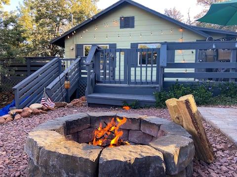 Charming 2 BD Modern Cabin Getaway