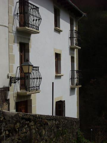 ALQUILER DE CASA EN PIRINEO NAVARRO - Uztárroz/Uztarroze - Casa