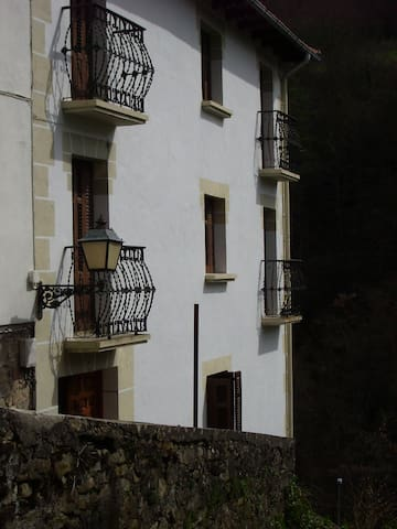 ALQUILER DE CASA EN PIRINEO NAVARRO - Uztárroz/Uztarroze - Rumah