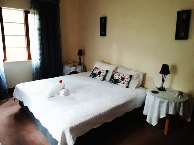Large Quiet Cozy Room by the Sea and Airport - #3