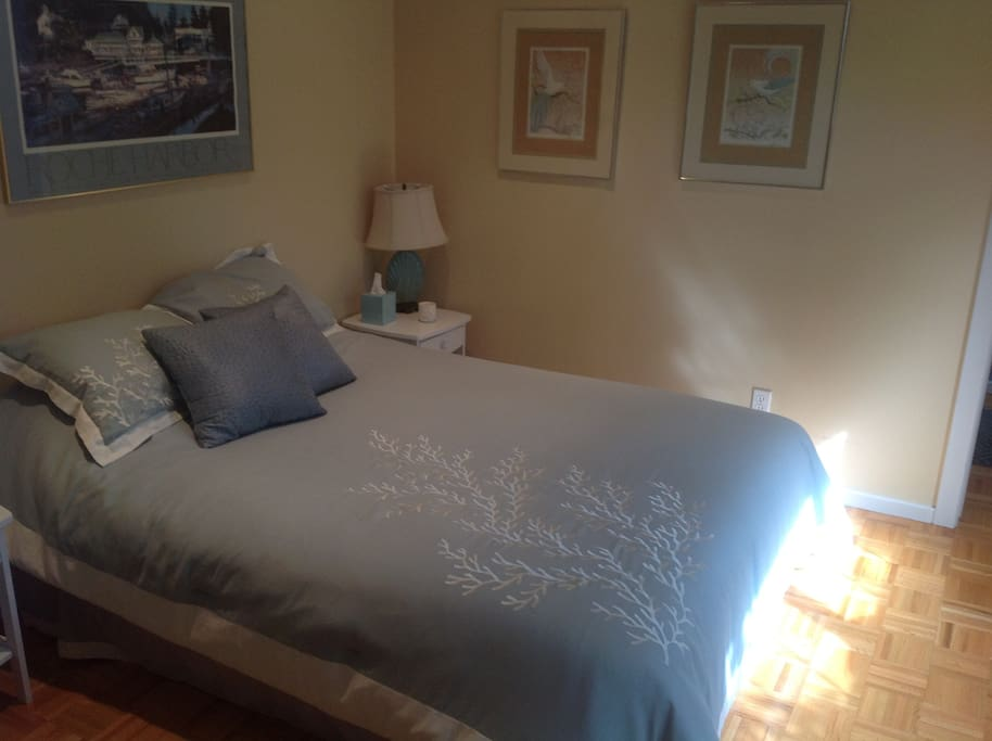 friday harbor chat rooms Friday harbor house perfectly complements the charm and serenity of the san  juan islands with its modern, comfortable design your room features a cozy and .