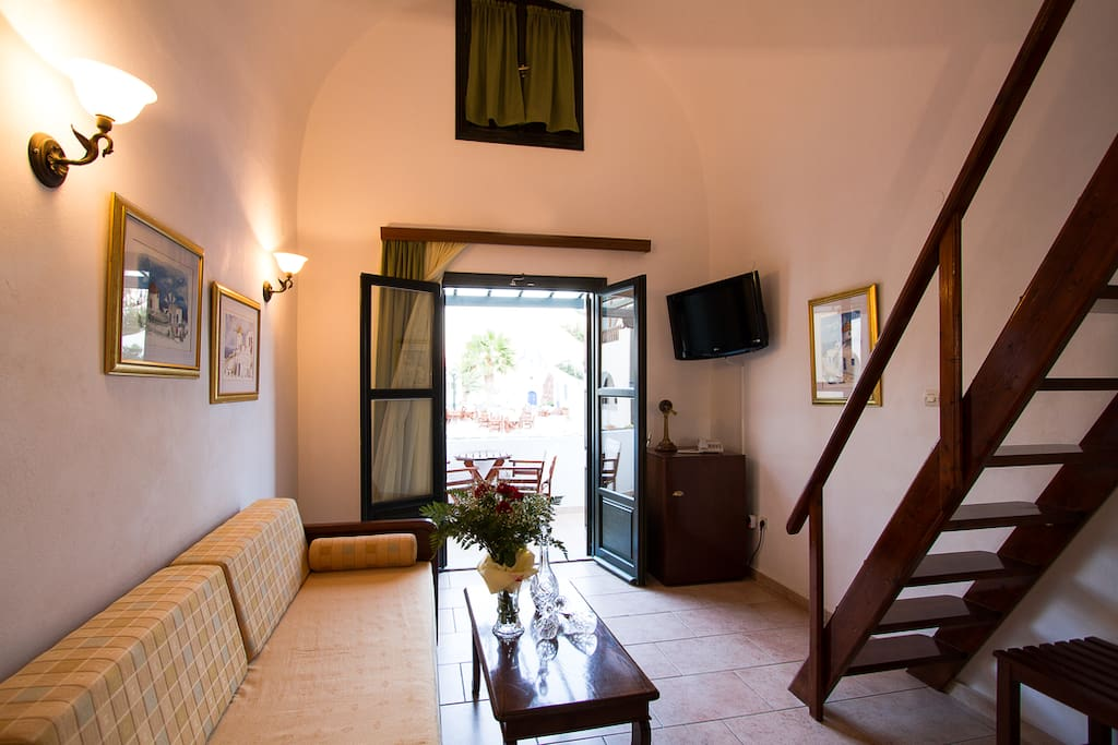 Suites for couples or familys akrotiri santorini for Boutique hotels for couples