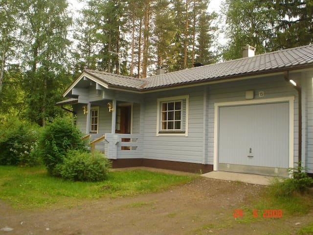 Cosy and nice house with a lake vew - Rantasalmi assemaa - 獨棟