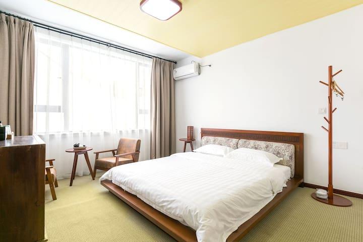 古镇胖宅  银杏树下胖胖 (Website hidden by Airbnb) 复古中式大床房