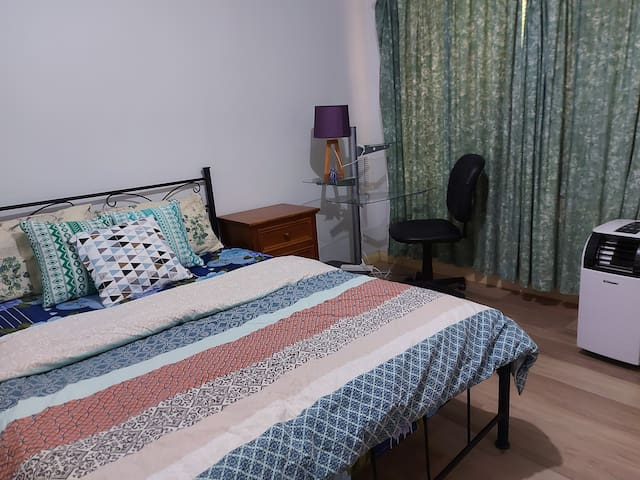 Affordable double-bed room, close to shops, city..