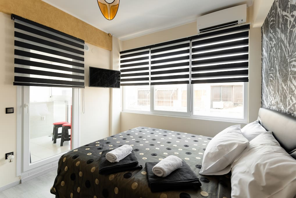 Curtains are adjustable for day and night ! There is also an aircondition !