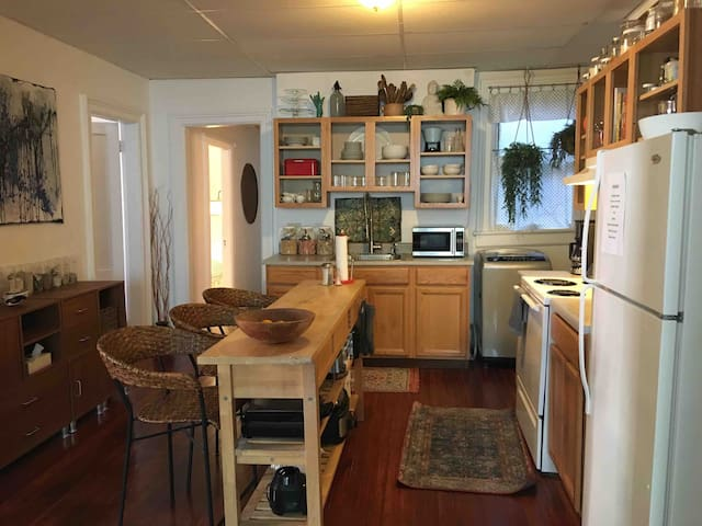 Eclectic Downtown 3BR + Breakfast!