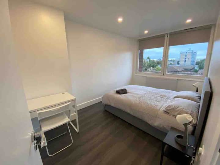 Large sunny modern bedroom close to King's Cross