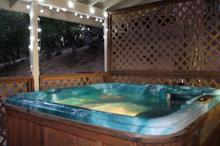 Dog Friendly-3 bd/3 ba home nr Yosemite w/hot tub