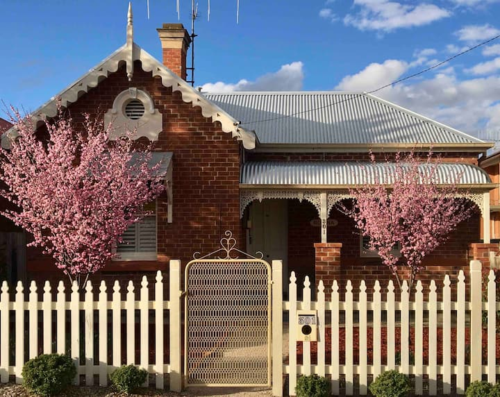Robina heritage cottage in the CBD
