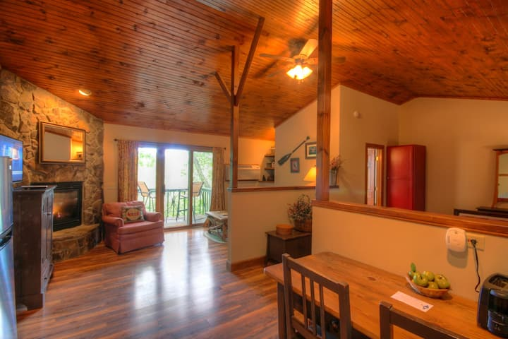 1BR Cottage at Yonahlossee, Near App Ski Mtn, King Bed, Jetted Tub, Pet Friendly