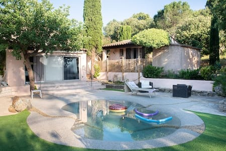 Cocody's  cottage : vue colline et piscine lagon