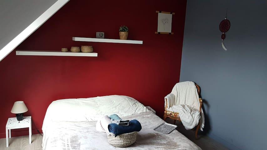 Chambre spacieuse dans maison moderne proche Caen