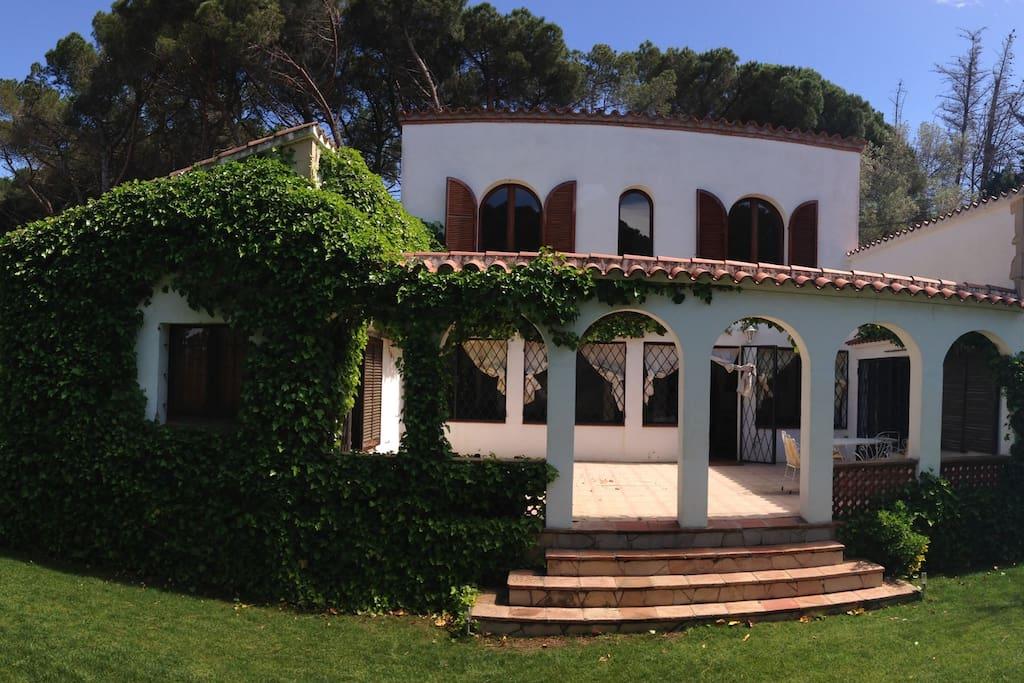 Villa & Jardin avec piscine