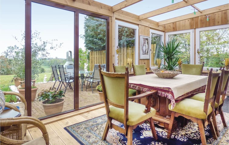 Semi-Detached with 3 bedrooms on 90m² in Hellenthal