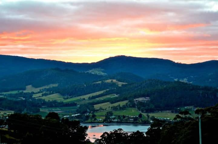 Kings Hill Accommodation - Cygnet, Huon Valley