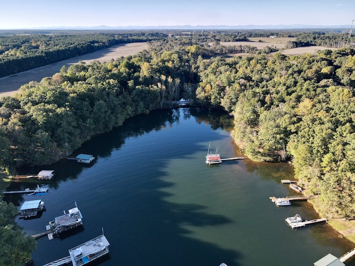 Waterfront Retreat on a quiet cove mins to Clemson