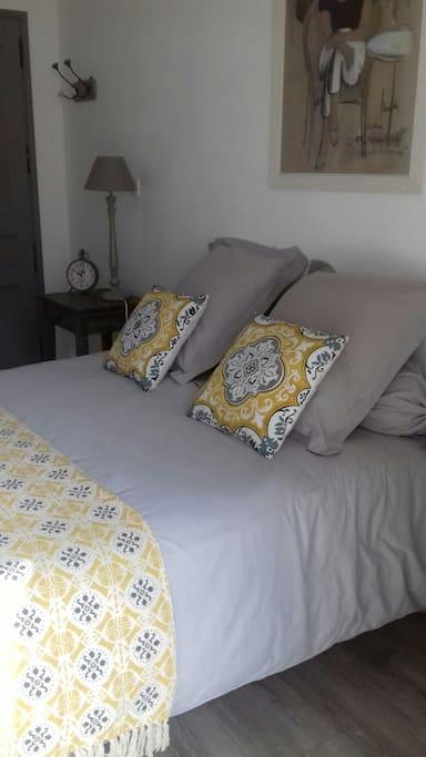 chambre d 39 h te de charme houses for rent in vernon haute normandie france. Black Bedroom Furniture Sets. Home Design Ideas