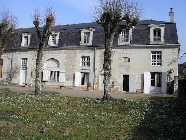 appartement spacieux dans dépendances Château
