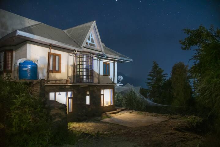 LivingStone HillsWood Villa- Mountain View | Kufri