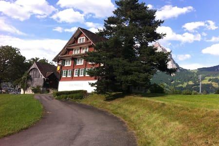 Zimmer 1 in ehemaliger Pension mit Etagen-Dusch - Ibach - Guesthouse