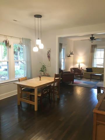 West AVL Bungalow - Asheville - Huis