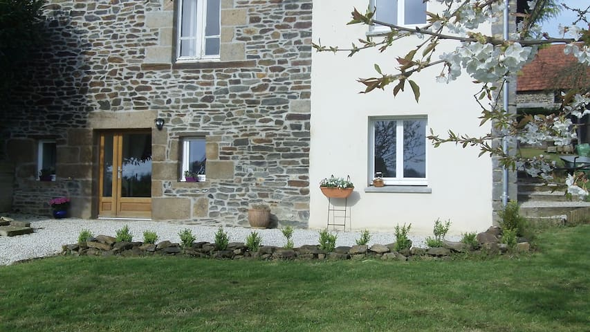 Studio apartment in historic Normandy - Saint-Laurent-de-Cuves