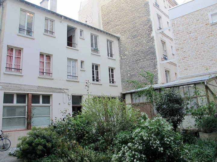 Bastille duplex artistAtelier on a quiet courtyard