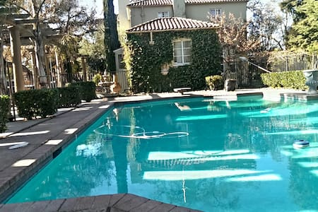 Wine country cottage on an Estate & private Patio - Morada - Bed & Breakfast