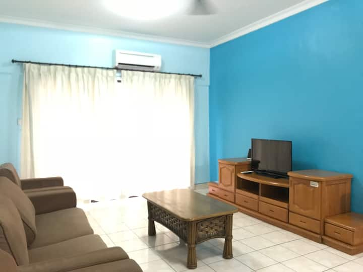 Spacious & Comfortable Deluxe 3 Bedrooms Apartment (6 pax) @ Marina Court City Centre
