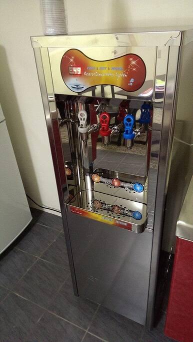 冰,溫,熱飲水機Hot, warm and cold filtered water dispenser