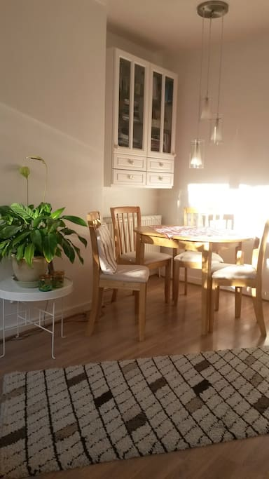 Dining Table Lounge