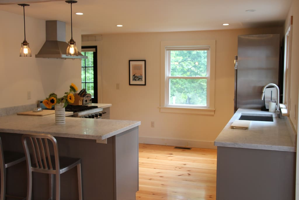 Professional kitchen with marble counter-tops, Viking stove, Traulsen commercial fridge, Bosch dishwasher