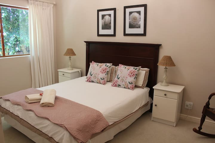 Cosy Apartment in  Cape Winelands, Somerset West.