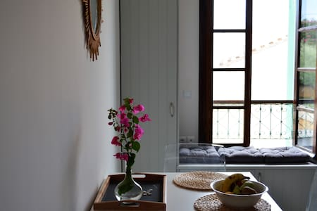 Spetses town sunny studio