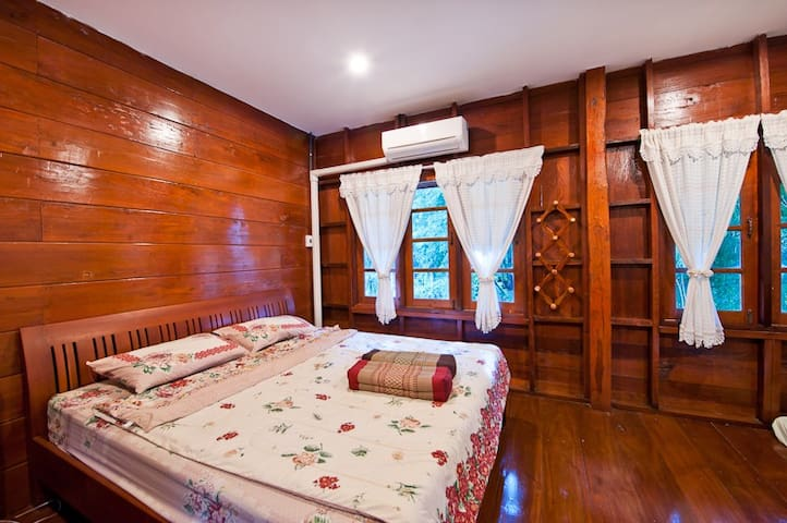 Riverside Room, Bed and Breakfast - Sai Yok District - Bed & Breakfast